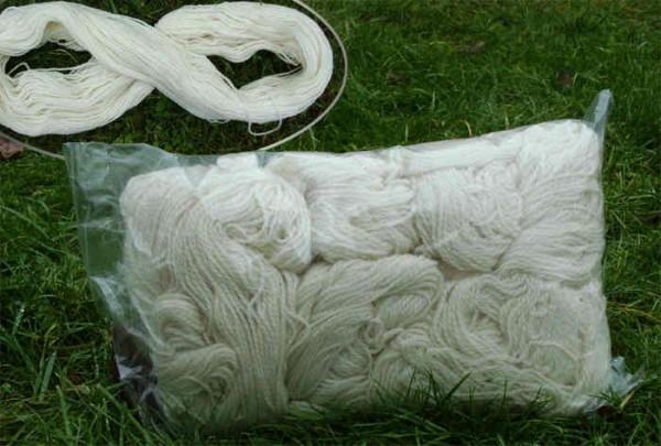Lanolingarn Fettwolle ELLA 220m 100% Wolle naturweiß 100g