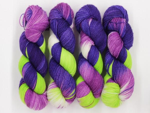 Sockengarn Chamäleon 420m - 75% Wolle - 25% Polyamid -blauviolett-grün-weiß handgefärbt 100g