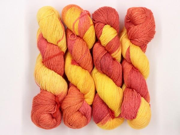 Sockengarn Mailand 425m 20% Ramie - 60% Wolle - 20% Seide - gelb-orange-rot handgefärbt 100g