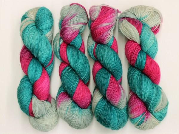 Sockengarn Chamäleon 420m - 75% Wolle - 25% Polyamid - türkis-rotviolett-grau handgefärbt 100g