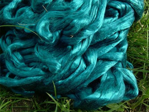 buntgefärbte Maulbeerseide - türkisblau extra fein im Band