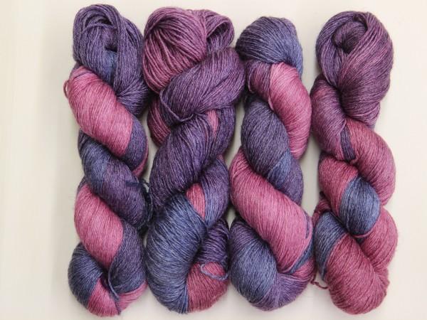 Sockengarn Mailand 425m 20% Ramie - 60% Wolle - 20% Seide - violett-lila handgefärbt 100g