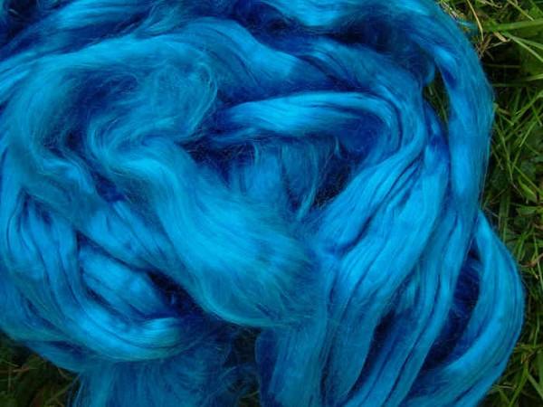 buntgefärbte Maulbeerseide - saphirblau extra fein im Band