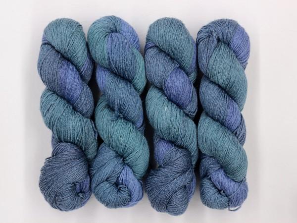 Sockengarn Mailand 425m 20% Ramie - 60% Wolle - 20% Seide - blau-hellblau handgefärbt 100g