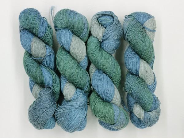 Sockengarn Mailand 425m 20% Ramie - 60% Wolle - 20% Seide - blassgrün-hellblau-grau handgefärbt 100g