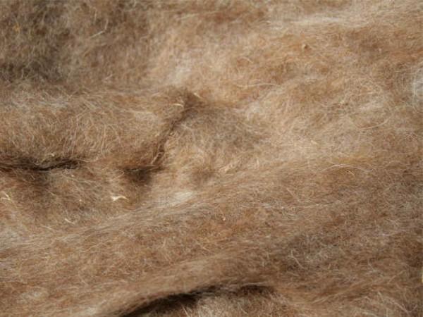 Karakulwolle - nussbraun mittelfein im Vlies