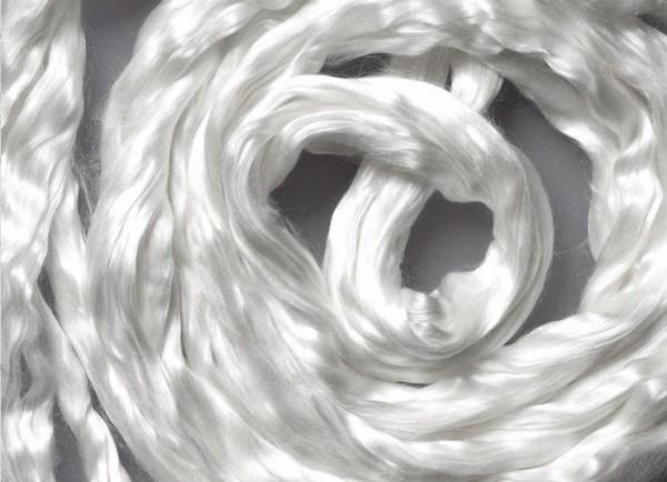 Maulbeerseide im Kammzug - schneeweiß glänzend im Kammzug
